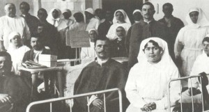 wounded soldiers in the hospital during World War I (1915)