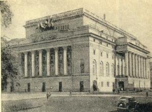Ploshchad Ostrovskovo (Ostrovsky Square)