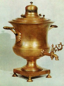 SAMOVAR. Forties of the 19th cent. Sergei Lukyanov's factory. Tula Brass. Ht. 47.8 cm. State Museum of the Ethnography of the Peoples of the RUSSIA