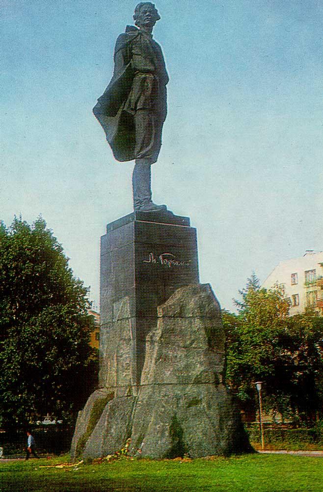 Monument AM Gorky. Nizhny Novgorod.