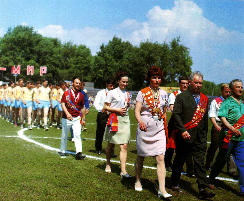 Sports veterans of Nizhny Novgorod marching
