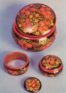 "LI Maslov. Toilet set with ornament ""bull's-eye""."