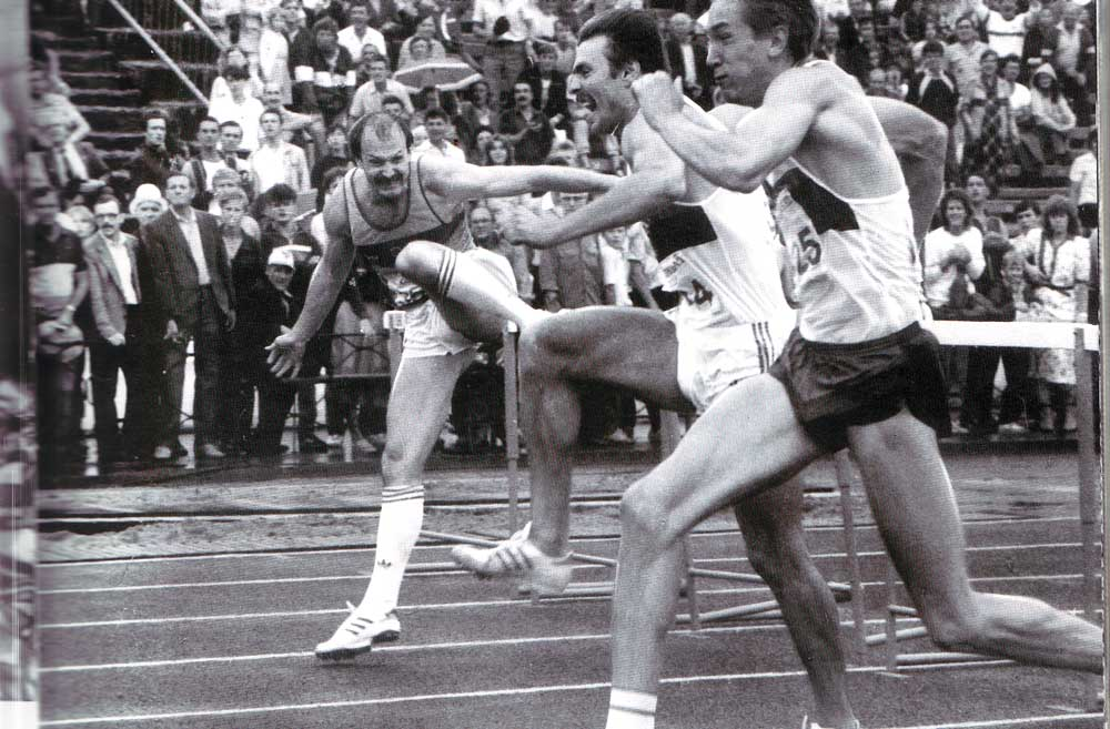Four times Londesmeister Vladimir Schisckin at the finish (right)