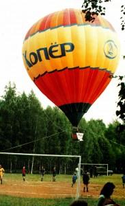 Ein Luftballon geht hoch zu Ehren des Prasidenten Russlands