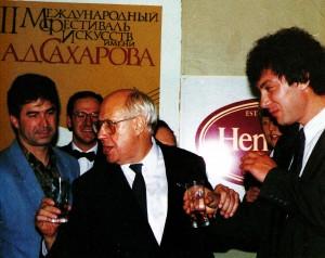 M. Rostropowitsch und Boris Nemzow, Gouverneur von Nischni Nowgorod, wahrend des Banketts zu Ehren der Festivalgaste