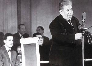 Komponist Dmitrij Pokrass auf dem ersten Festival der sowjetischen Unterhaltungskunst in der Philharmonie von Nischni Nowgorod