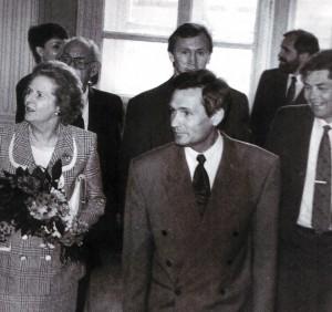 Mrs.Thatcher besucht die Messe von Nischni Nowgorod