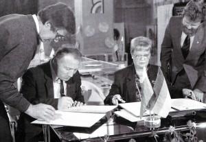 Die Unterzeichnung des Vertrages iiber die Partnerbeziehungen zwischen Nischni Nowgorod und Essen, Deutschland, 1991