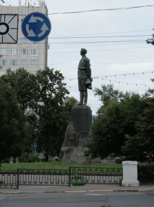 View of the monument from the Gorky Street Novo. Nizhny Novgorod. Arhitetor Mukhina.