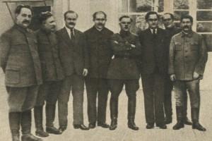 Stalin, Molotov, Voroshilov, L.M. Kaganovich, Mikoyan, Zhdanov, Beria, Shvernik, Malenkov, Bulgarin,Shcherbakov, Shkiryatov,Budyonny, Loktinov, Mikhailov