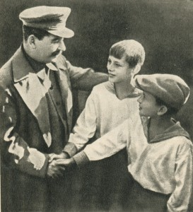 Comrade Stalin with two pioneers, brothers Andreevimy, the Shchelkovo aerodrome during the meeting of the crew of comrade Tchkalov (August 1936)