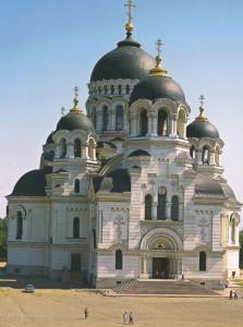 Für die schöne Stadt Nowotscherkassk, die ursprünglich als die Hauptstadt der Donkosaken gebaut wurde, sind hauptstädtische Klarheit