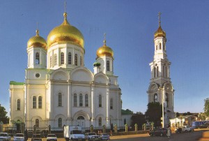 Die Heilige-Mariä-Geburt-Kathedrale (Kafedralnij sobor Rozhdestwa Preswjatoj Bogoroditsy). Architekt K.A. Ton