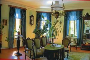 Zimmereinrichtung im Haus, in dem die Familie Tschechow wohnte t sich der Laden des Schriftstellervaters befand.