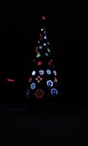 Avenue Azatlyk. Naberezhnye Chelny. The city's main Christmas tree.