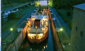 Beleuchtetes Schiff.