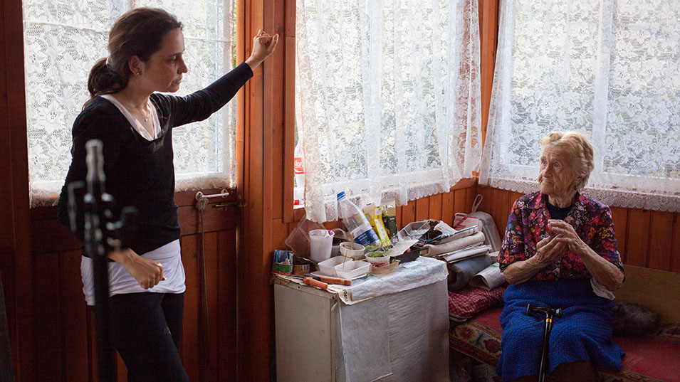 Yarovskaya speaks with Elena Posnik, who hauled uranium ore in the camps.