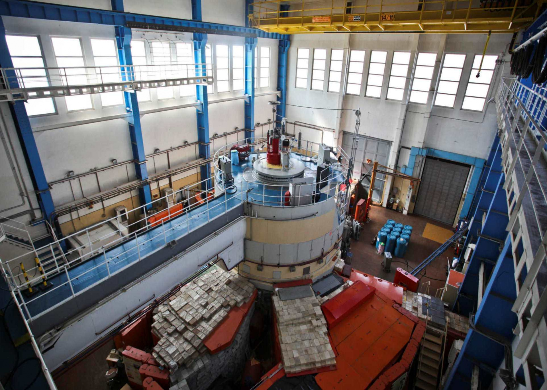 brr_reactor hall.jpg