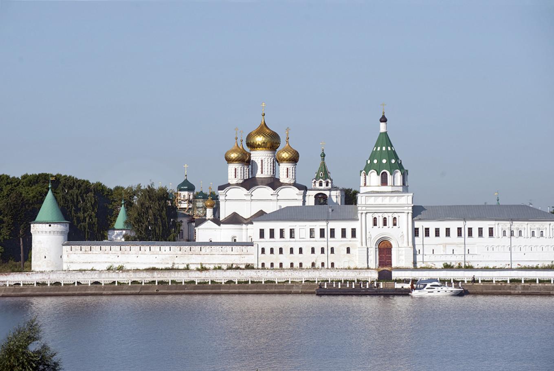 Trinity-Ipatiev Monastery across Kostroma River, Aug. 2017. WC Brumfield/Duke University Press