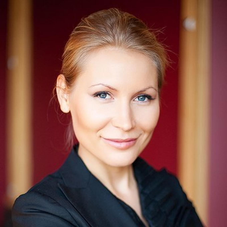 Alyona Popova.