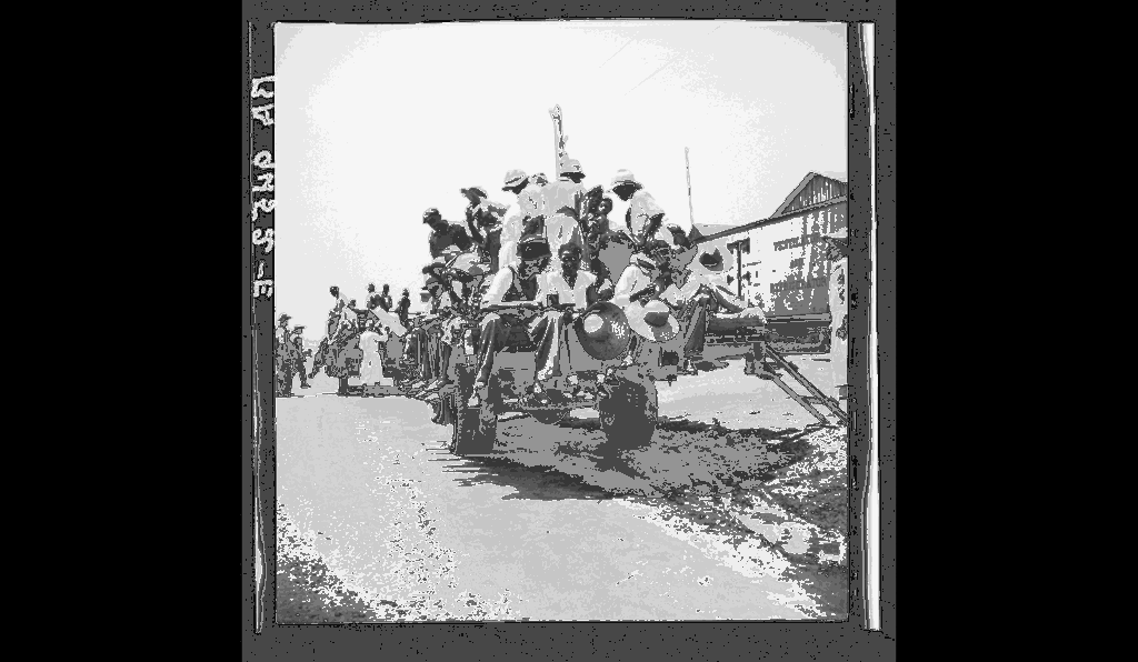 Peach pickers being driven to the orchards, Muscella, Georgia, 1936, photographed by Dorothea Lange