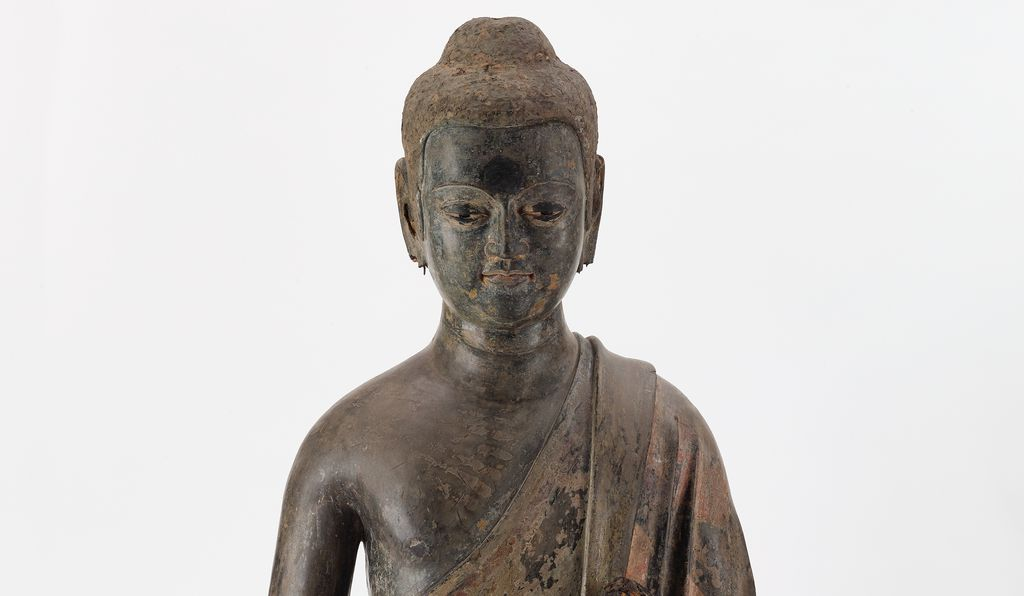 The Freer sculpture (detail) is one of the oldest known examples of a hollow-core lacquer Buddha, in which clay was used as the underlying mold instead of wood, and was removed once the artwork was complete, leaving the interior hollow.