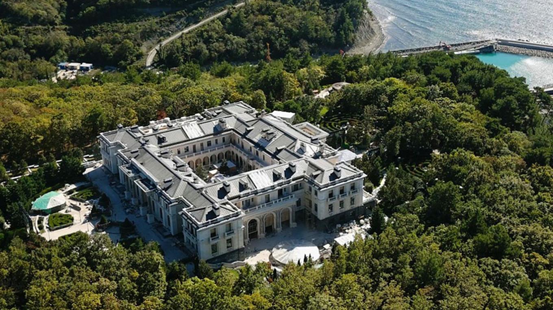 Kremlin-Aligned Media Confirms 'Putin Palace' Still Under ...