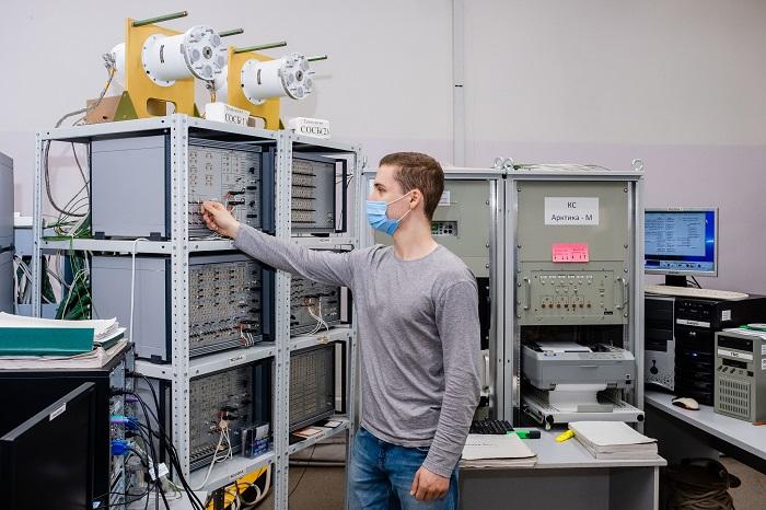 Проверка работы бортового комплекса управления космическим аппаратом Арктика- М_фото Анастасия Барей.jpg